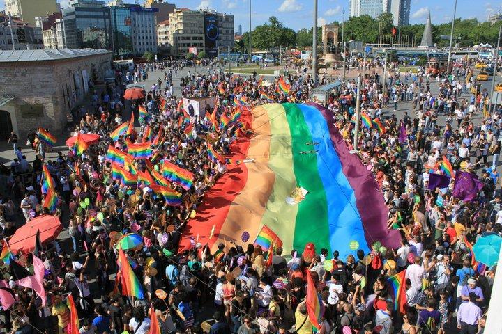 https://rightsinfo.org/app/uploads/2015/06/Gay_pride_Istanbul_at_Taksim_Square.jpg