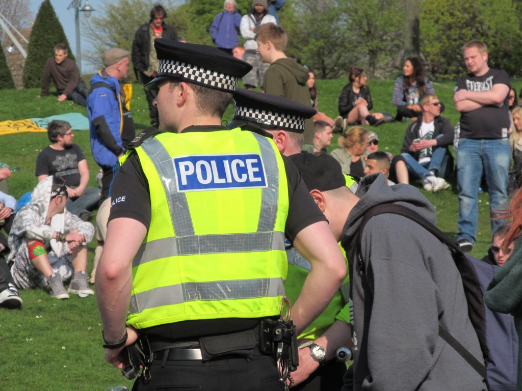 420_-_Glasgow_Green,_Easter_2014_05_Police_watching_the_crowd_speaker