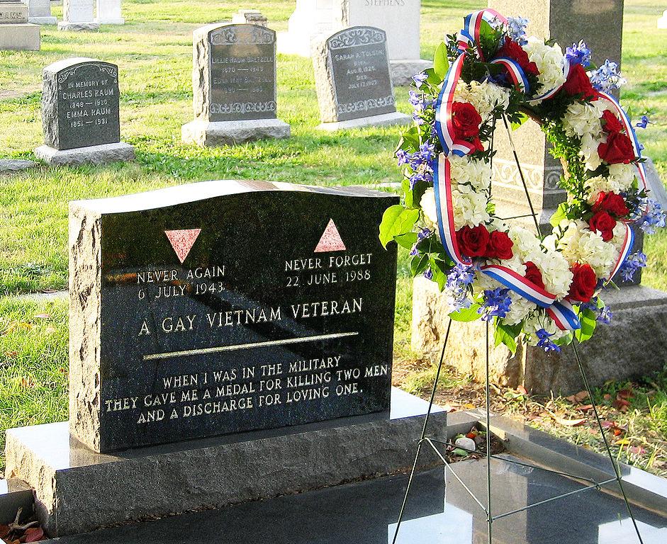 941px-Matlovich.Leonard.gravesite.with.wreath