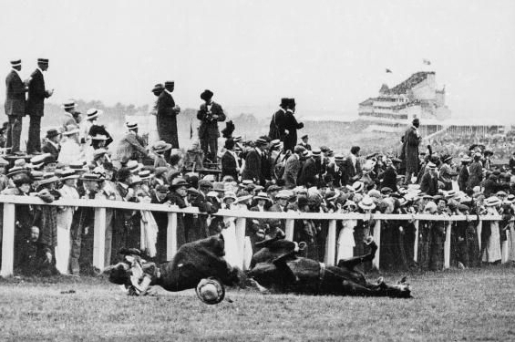 Emily_davison_killed_1913