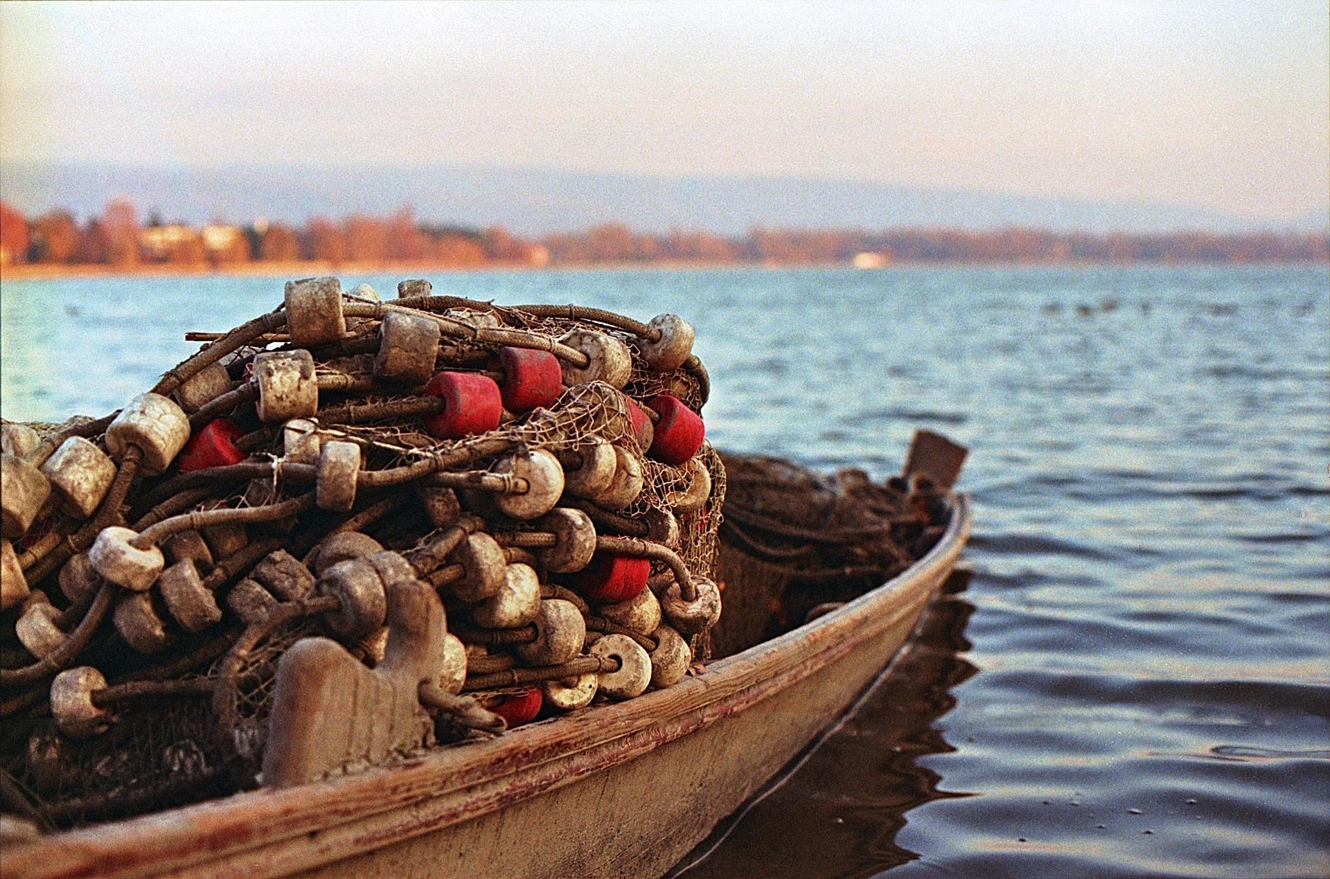 fishing-boat-1281272_1920