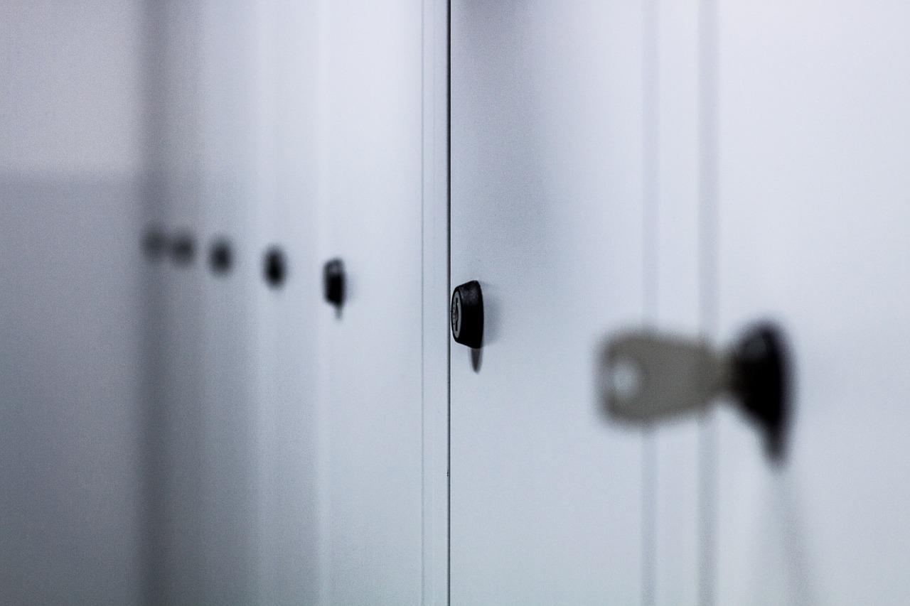 lockers-932113_1280