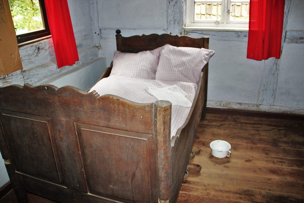 bedroom-1413522_1920