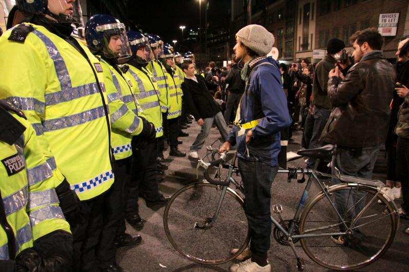 7 Hours in the Kettle – Protesters, Pedestrians and Police Cordons