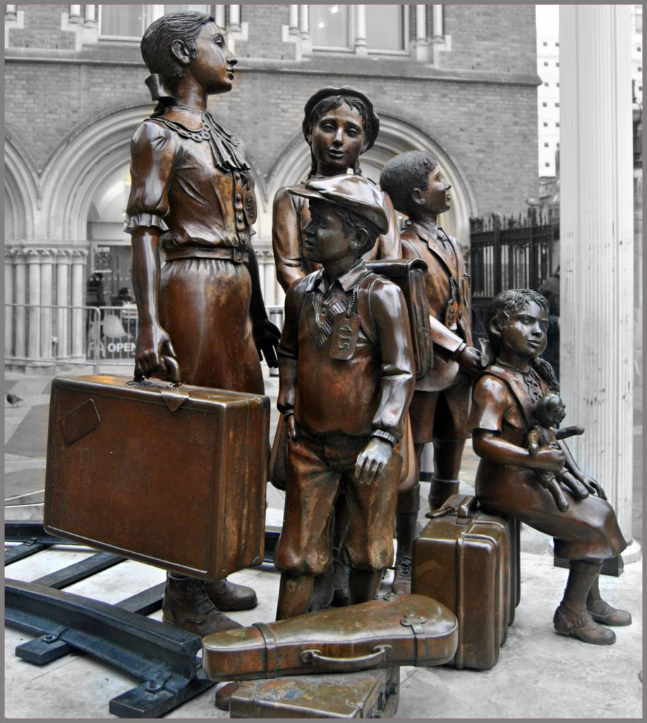 Kindertransport statue
