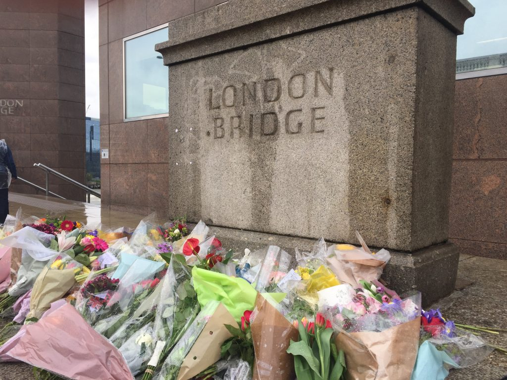 By Matt Brown - Flower tributes to terror attack, CC BY 2.0, https://commons.wikimedia.org/w/index.php?curid=59792969