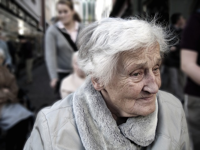 Pixabay Gerald https://pixabay.com/en/dependent-dementia-woman-old-age-100343/