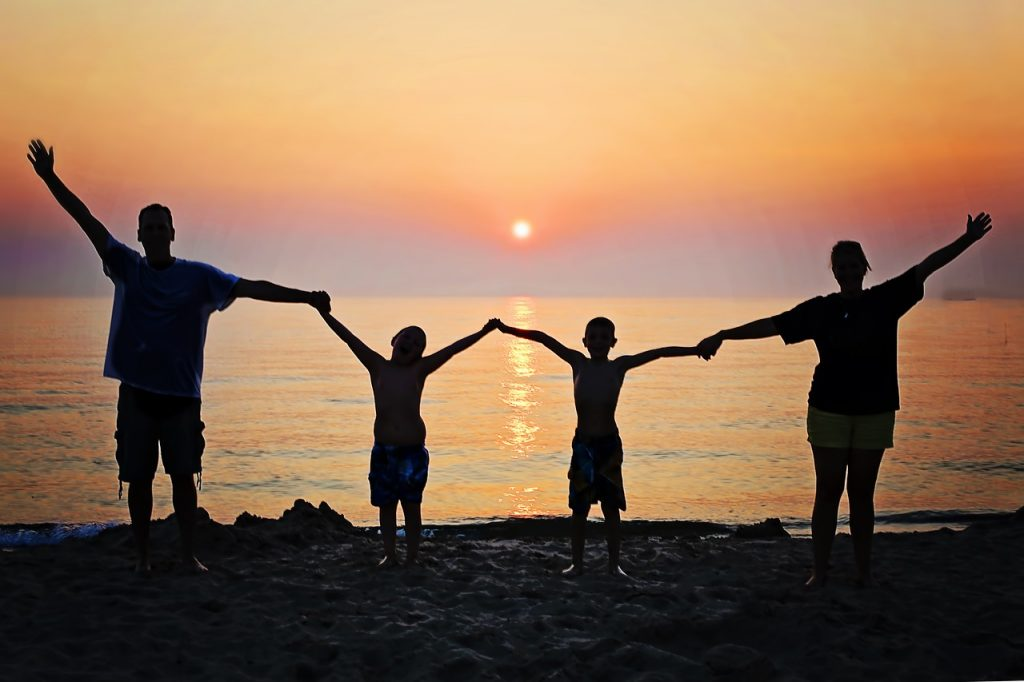 https://pixabay.com/en/family-sunset-beach-happiness-2611748/