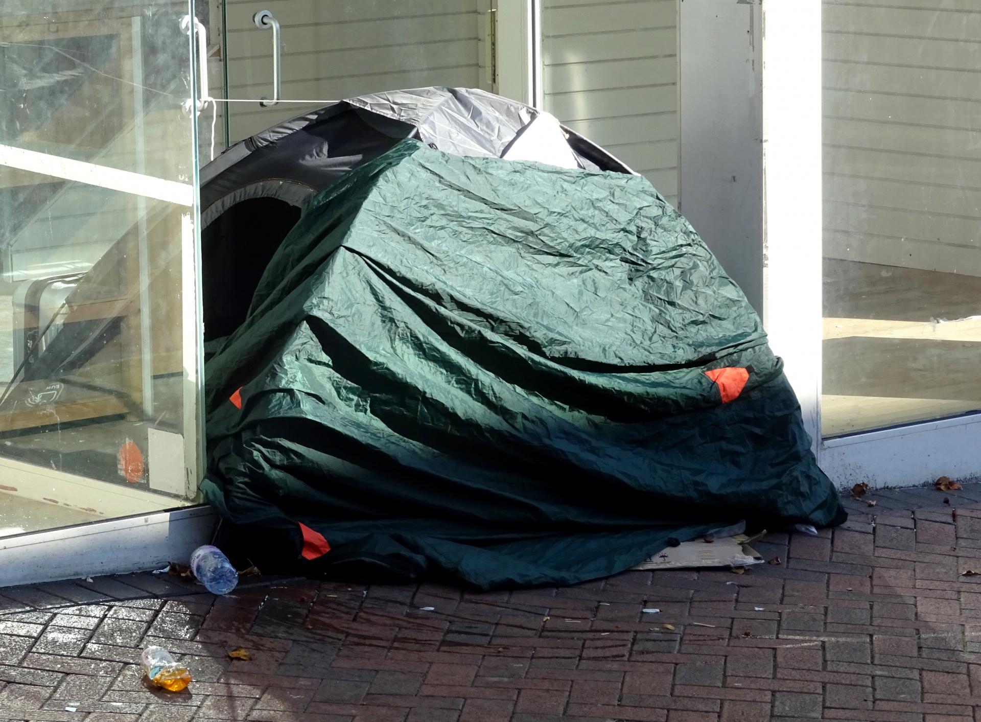 https://www.publicdomainpictures.net/en/view-image.php?image=268451&picture=homeless-tent-in-shop-doorway