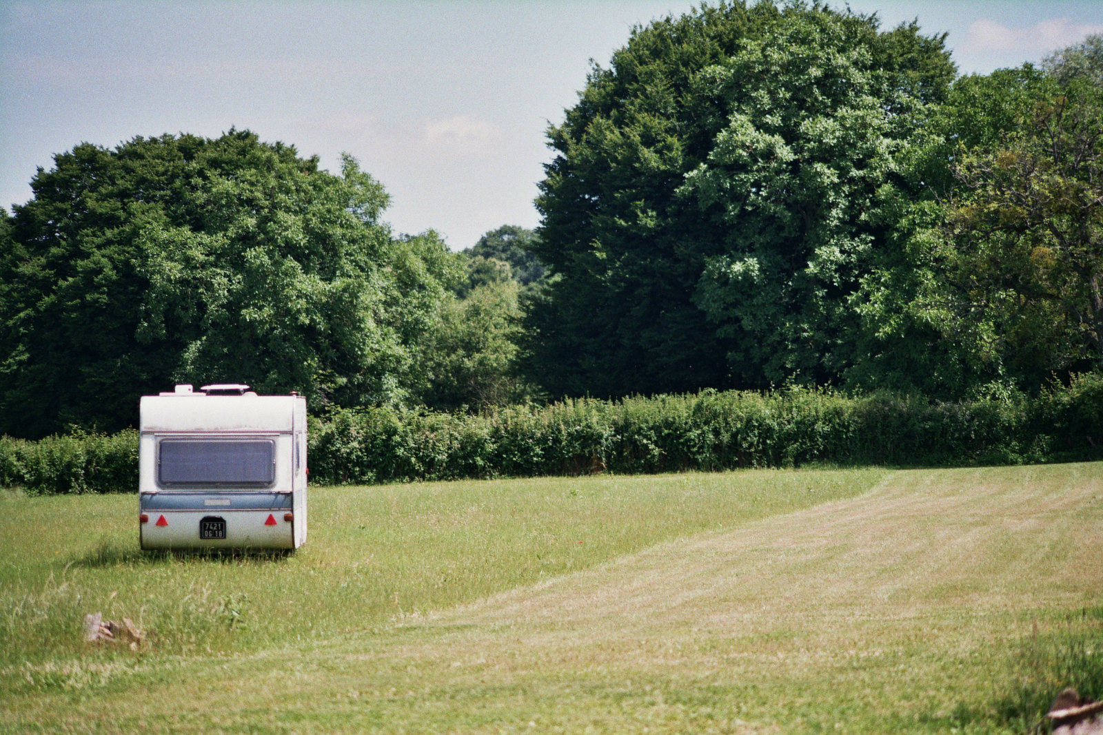 A caravan in a field. Image Credit: Tom Hodgkins / Flickr.